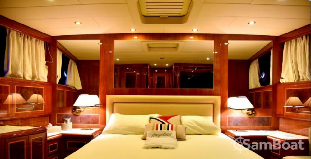 Louer Yacht avec ou sans skipper Mangusta à Athènes