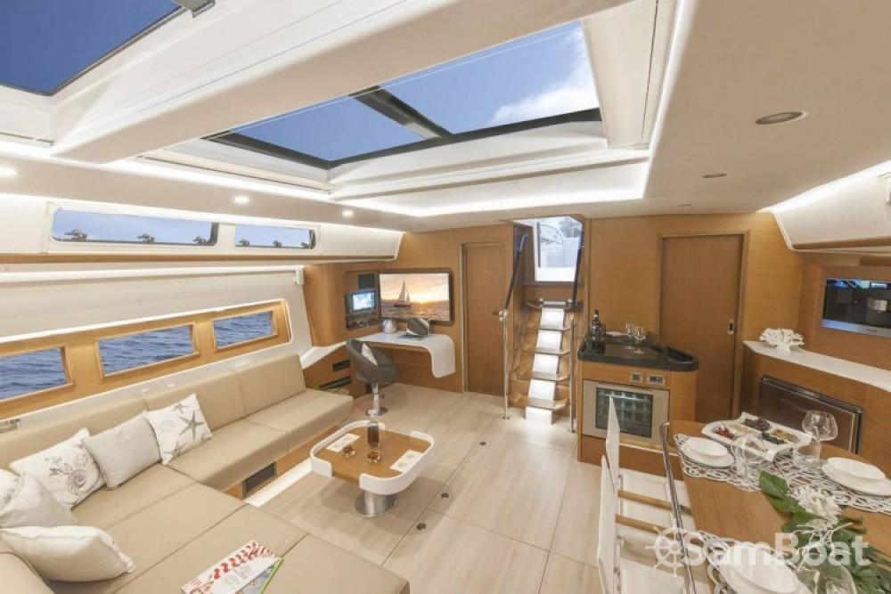 Hanse yacht entre particuliers et professionnel à Athènes
