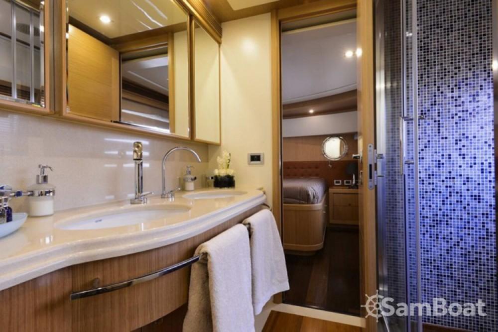 Louez un Ferretti yacht à Athènes