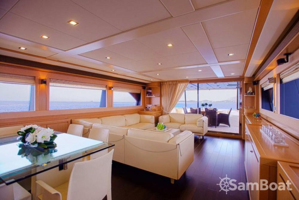 Ferretti yacht entre particuliers et professionnel à Athènes