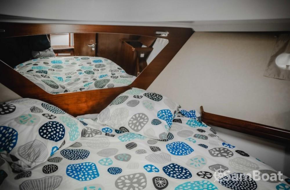 Location yacht à Saint-Gilles-Croix-de-Vie - Bénéteau Antares 980 sur SamBoat