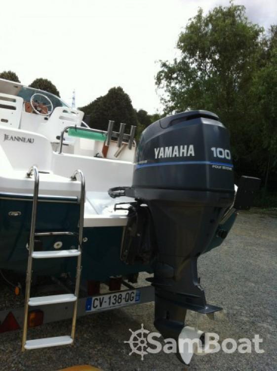 Louez un Jeanneau Cap Camarat 615 WA à Port du Crouesty