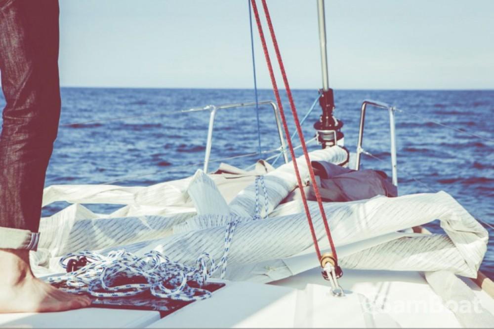 Location bateau Bénéteau Oceanis 38 à Saint-Gilles-Croix-de-Vie sur Samboat