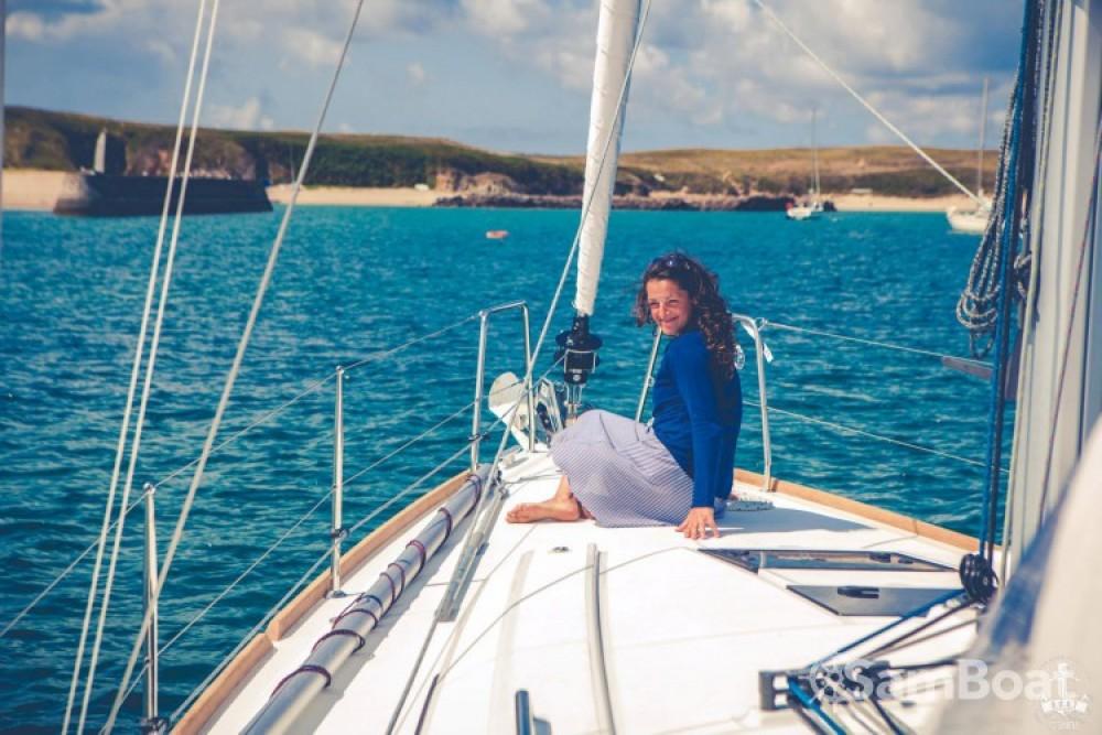 Location bateau Saint-Gilles-Croix-de-Vie pas cher Oceanis 38
