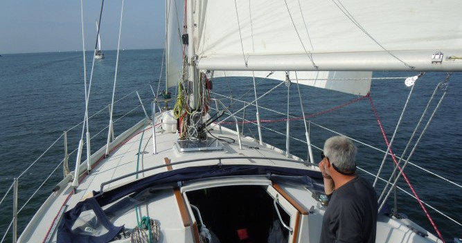 Location bateau Jeanneau Gin Fizz gréé en sloop à Port du Crouesty sur Samboat
