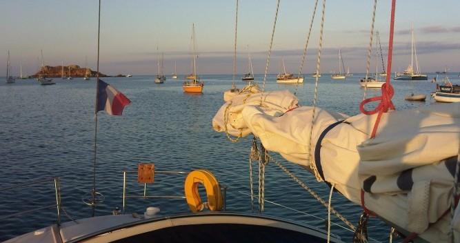 Location Voilier à Port du Crouesty - Jeanneau Gin Fizz gréé en sloop