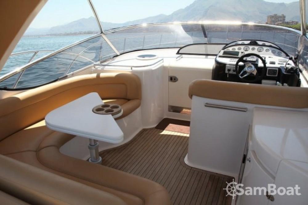 Louer Bateau à moteur avec ou sans skipper Mano Marine à Palerme