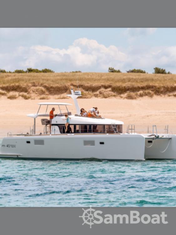 Louez un Lagoon Lagoon 40 Motor Yacht à Leucade