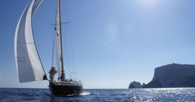 Sailboat for rent Agde at the best price
