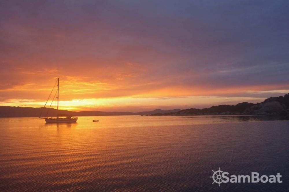 Rent a Hanse Hanse 400 Sardinia