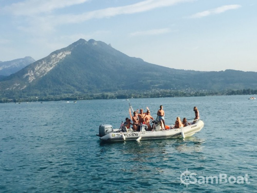 Location bateau Zodiac Pro Open à Annecy sur Samboat