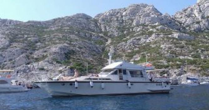 Location bateau Marseille pas cher Guy Couach 1400