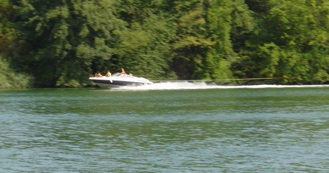 Motor boat for rent Manosque at the best price