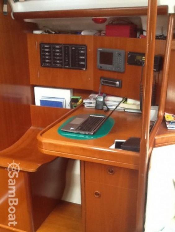 Location bateau Marseille pas cher Oceanis 393