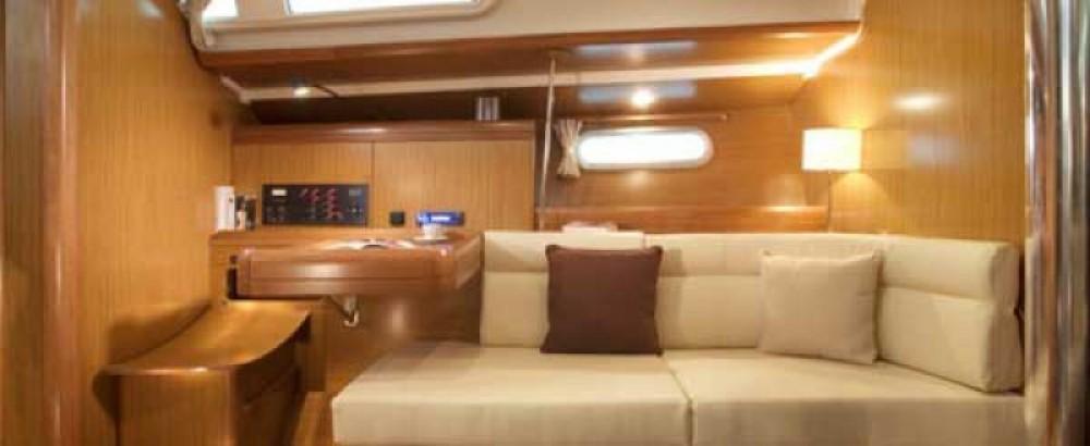 Louez un Jeanneau Sun Odyssey 42i à Portocolom