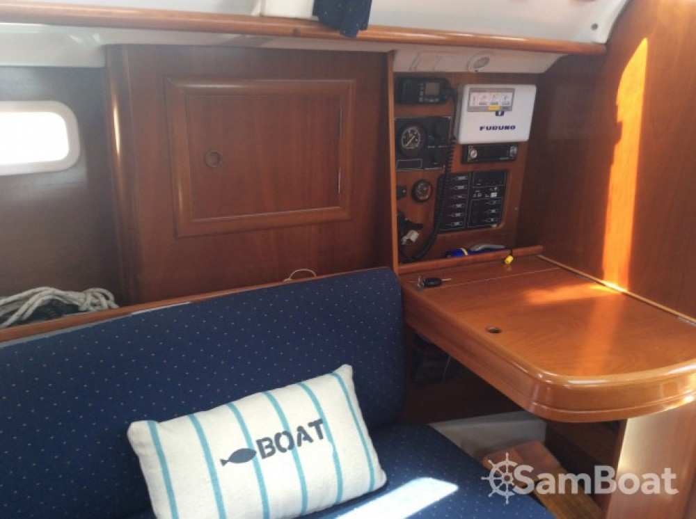 Rental yacht La Trinité-sur-Mer - Bénéteau Oceanis 311 Clipper on SamBoat