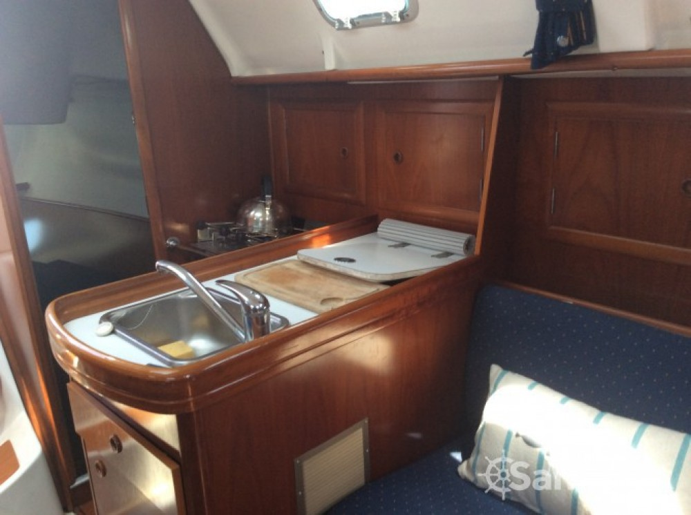 Boat rental Bénéteau Oceanis 311 Clipper in La Trinité-sur-Mer on Samboat