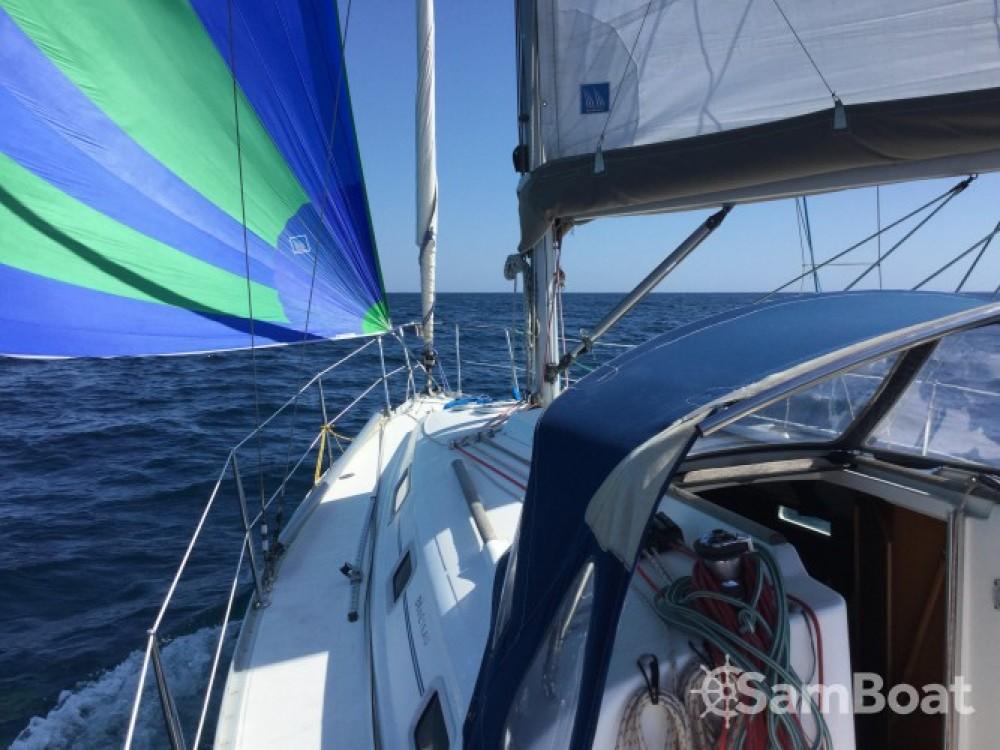 Boat rental La Trinité-sur-Mer cheap Oceanis 311 Clipper