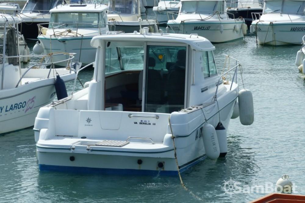 Location bateau Sarzeau pas cher Merry Fisher 695