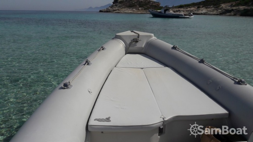 Location bateau Motonautica Vesuviana MV  650 confort à Saint-Florent sur Samboat