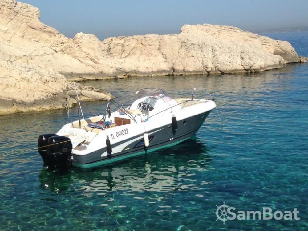 Location bateau Marseille pas cher Flyer 850 Sun Deck