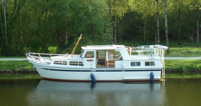Boat rental Pedro Pedro 1020 in Saint-Nicolas-des-Eaux on Samboat