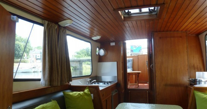 Rental Houseboat Bies with a permit