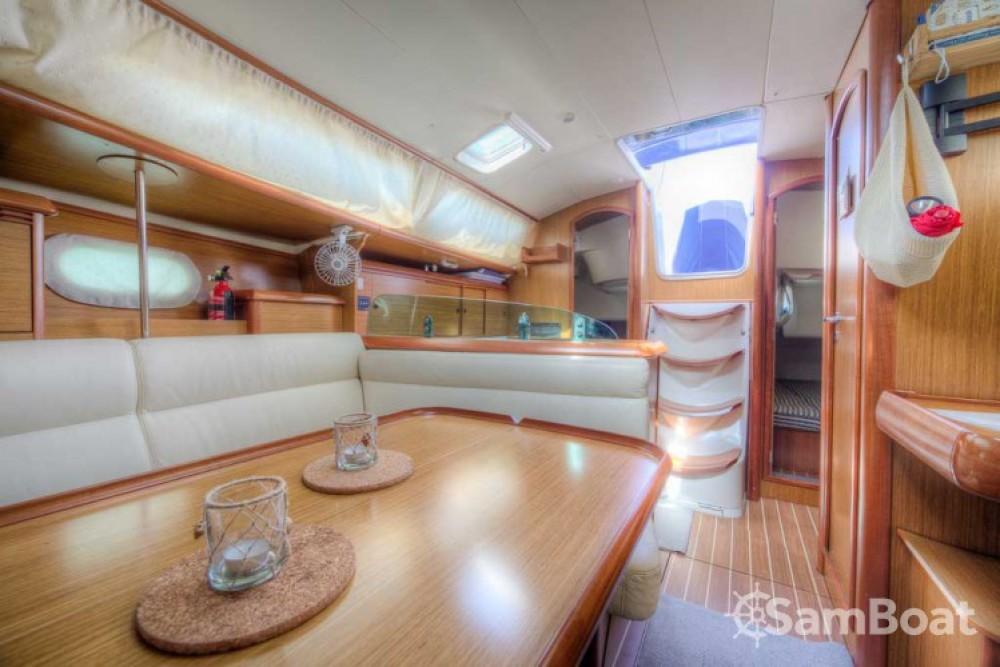 Location bateau San Vincenzo pas cher Sun Odyssey 35 Legend