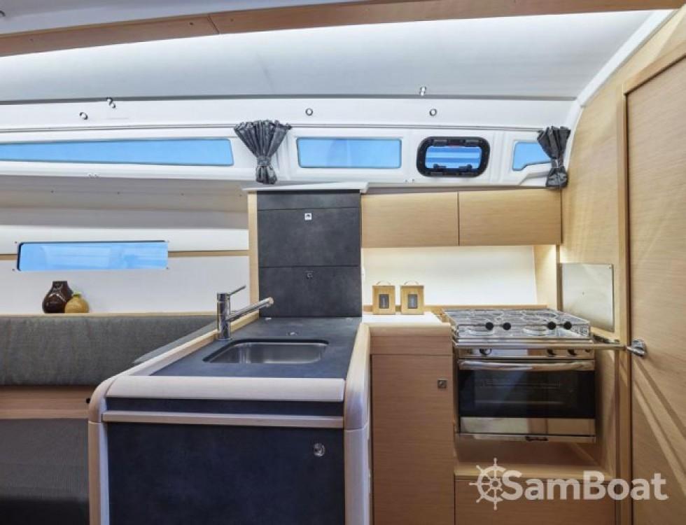 Location bateau San Vincenzo pas cher Sun Odyssey 349