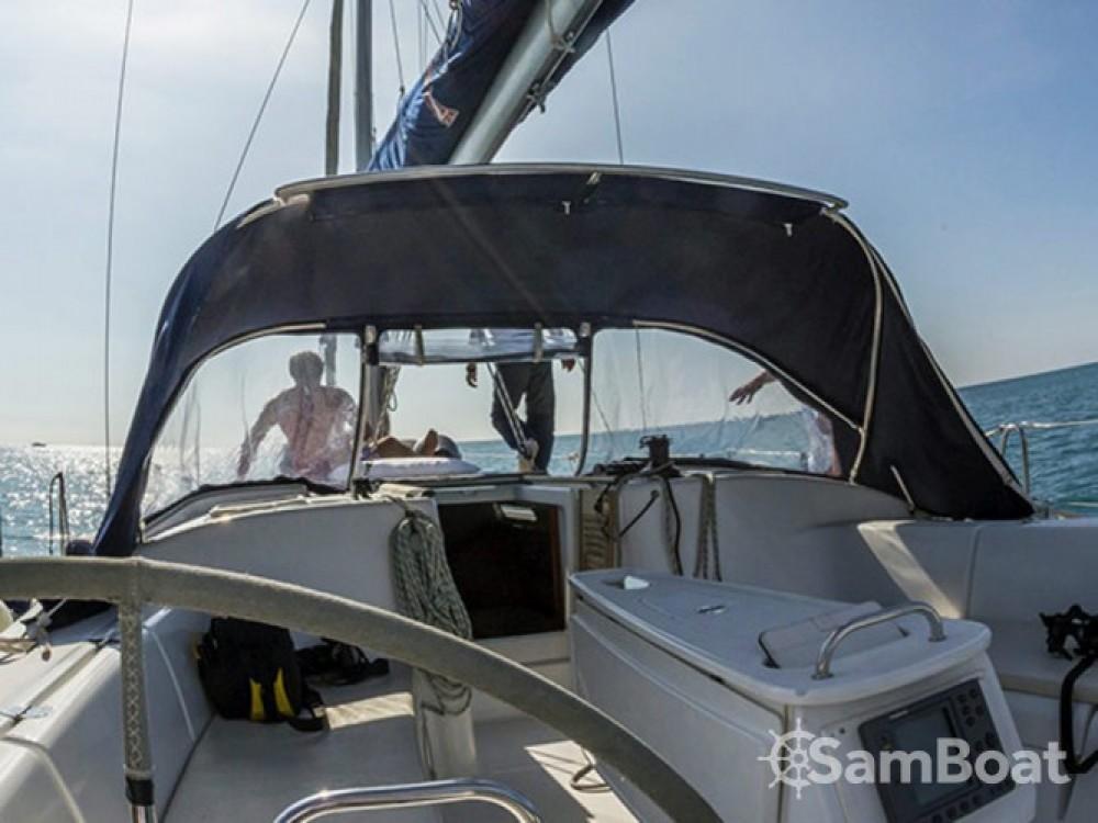 Location bateau Bénéteau Cyclades 43.3 à Porto Lotti sur Samboat