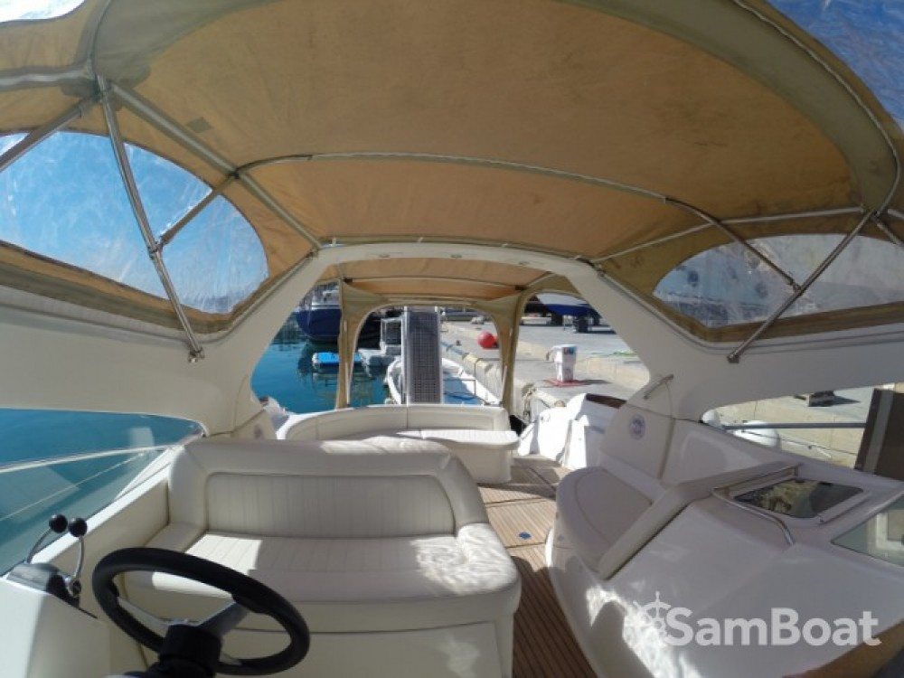 Location yacht à Sant Antoni de Portmany - Jeanneau Prestige 34 sur SamBoat