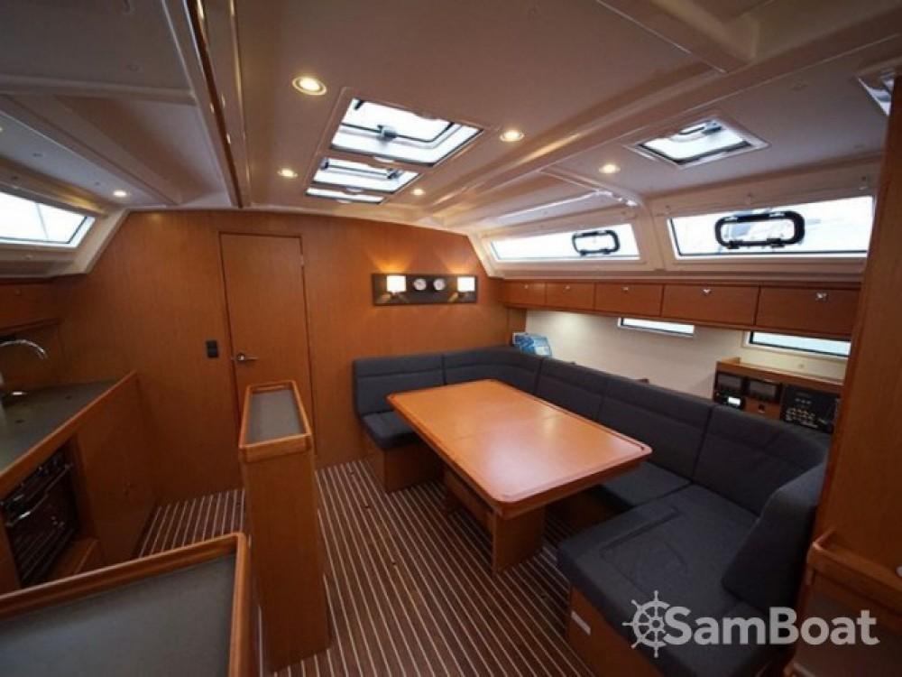 Louez un Bavaria Bavaria Cruiser 46 à Marina de Alimos