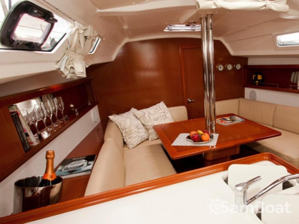 Location bateau Bénéteau Oceanis 34 à Leucade sur Samboat