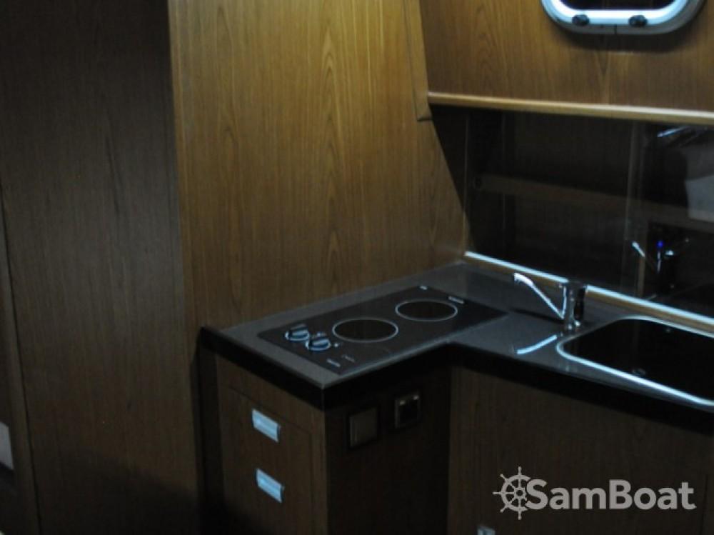 Louer Bateau à moteur avec ou sans skipper Tes à Port PTTK Wilkasy