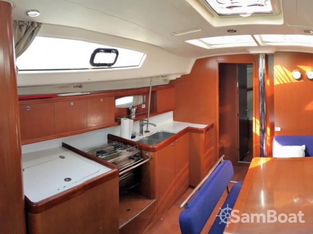 Rental Sailboat in Palairos - Bénéteau Oceanis 43