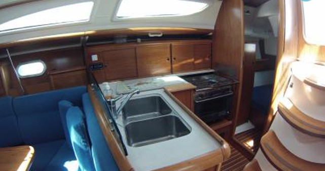 Location yacht à Les Sables-d'Olonne - Jeanneau Sun Odyssey 35 sur SamBoat