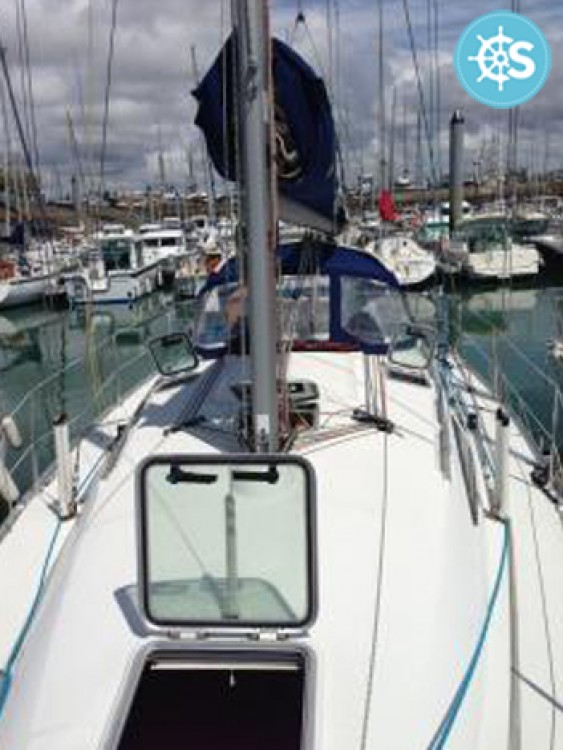 Sailboat for rent Les Sables-d'Olonne at the best price