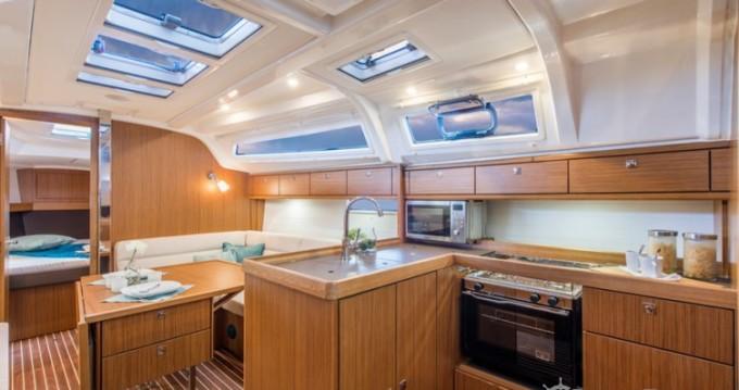Louez un Bavaria Cruiser 37 à Golfe-Juan