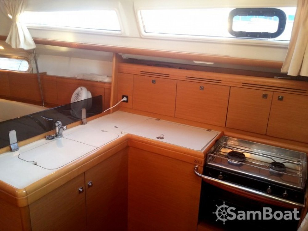 Jeanneau Sun Odyssey 36i te huur van particulier of professional in Cannes