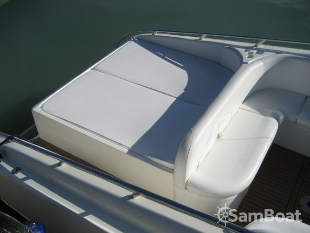 Rental Motor boat Performance with a permit