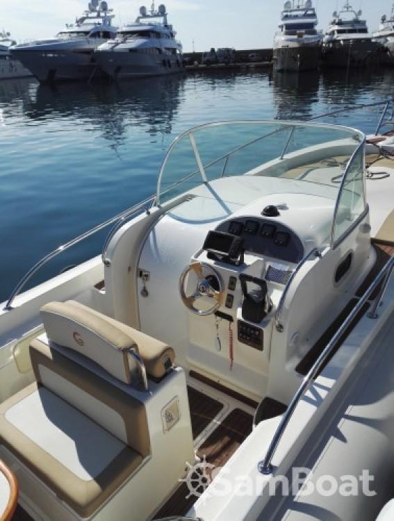 Louer Semi-rigide avec ou sans skipper Capelli à Mandelieu-la-Napoule