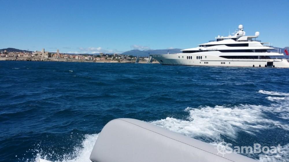 Rubberboot te huur in Antibes voor de beste prijs