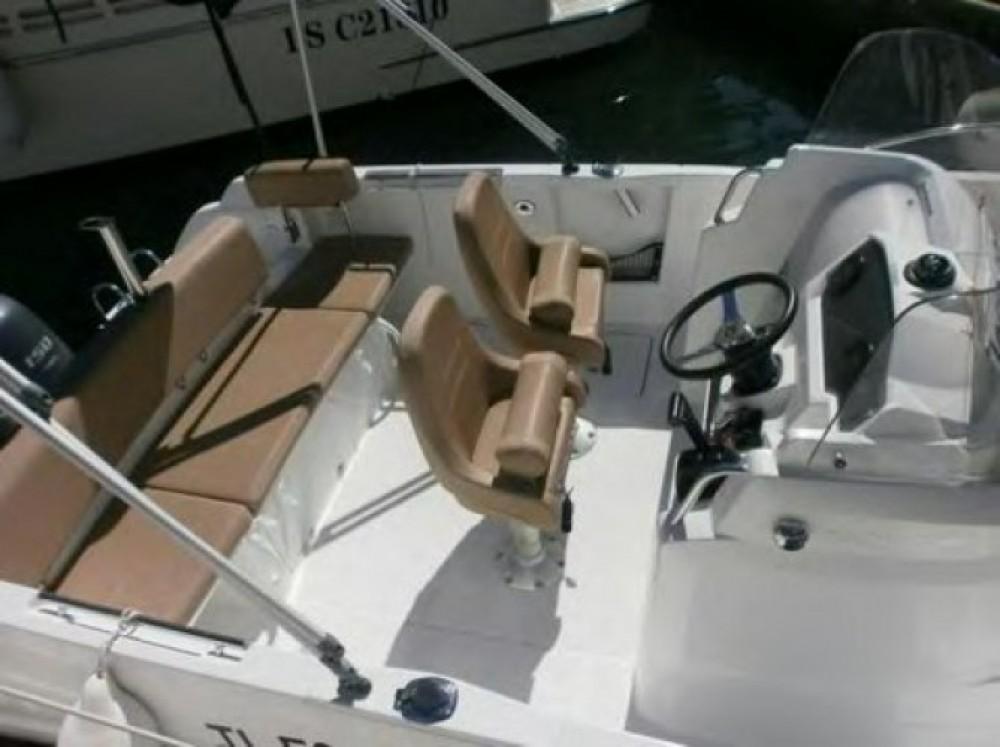 Noleggio Barca a motore con o senza skipper Jeanneau Tolone