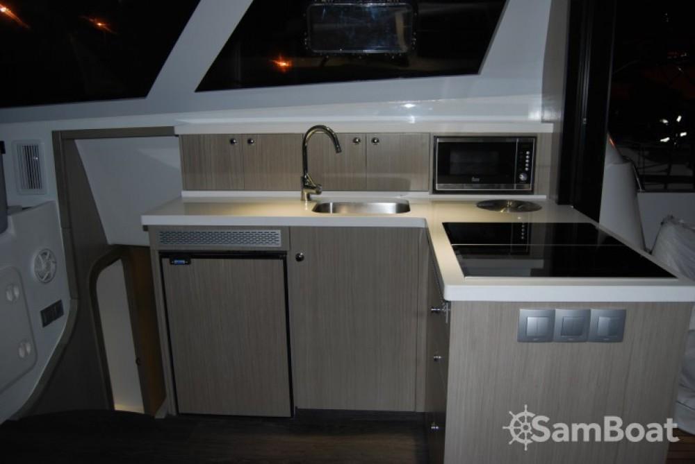 Motorboot mit oder ohne Skipper Flash Catamarans mieten in Cogolin