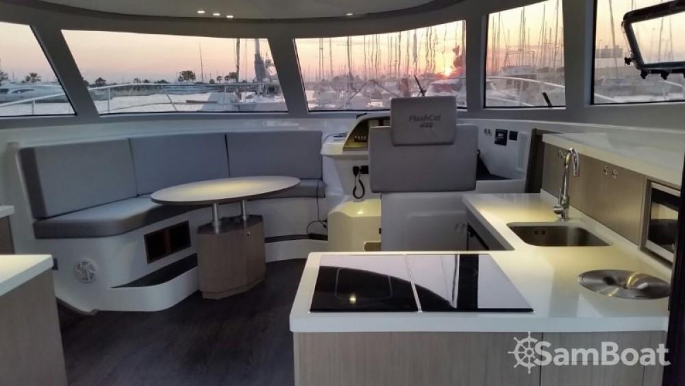 Noleggio Barca a motore Flash Catamarans con un permesso di