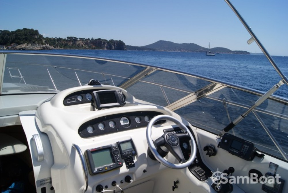 Rent a Cranchi Endurance 39 Toulon