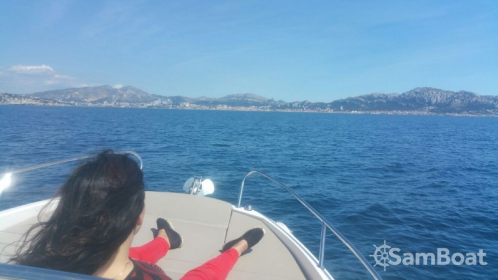 Location Bateau à moteur à Marseille - Quicksilver Quicksilver 605 Sundeck