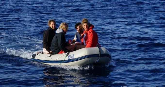 Location bateau Hyères pas cher First 456