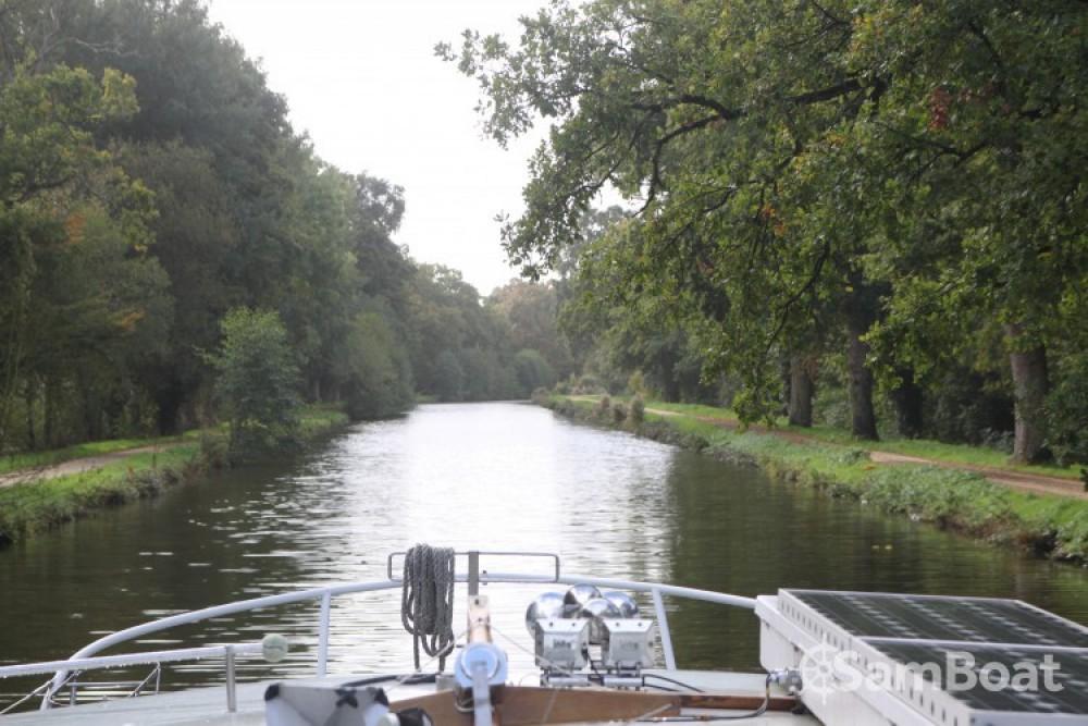 Kompier Kruiser AK zwischen Privatpersonen und professionellem Anbieter Nantes