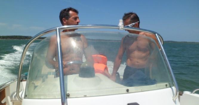 Louer Bateau à moteur avec ou sans skipper Jeanneau à L'Herbe